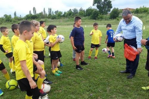 Нови топки за най-малките футболисти