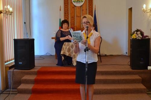 """""""ОРЕХОВА ДАНТЕЛА"""" И ОЩЕ НЕЩО - На 30 май в Ритуалната зала на читалището се събраха ценители на словото от града."""