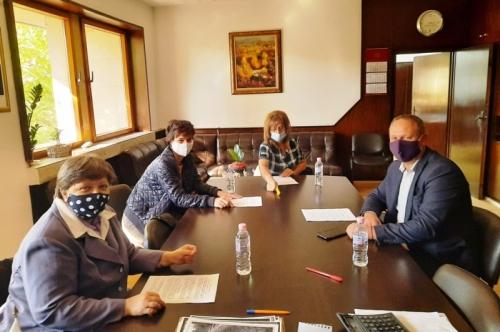 Кметът посрещна  в кабинета си ръководителите на синдикалните организации в Община Първомай