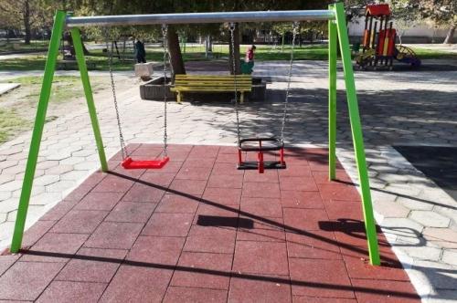 Обновени детски площадки