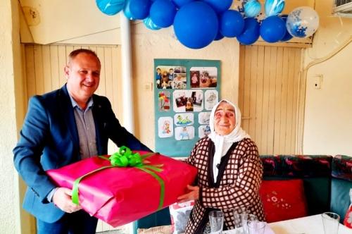 На гости на 100-годишната Несибе Хашим